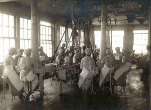 Burnham & Morrill employees in 1934